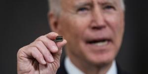 Presidenti Joe Biden urdhëron rishikimin e mungesës së çipave gjysëmkonduktorë